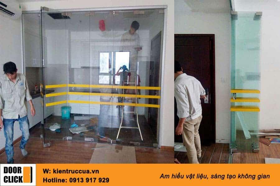 Cửa kính xếp gấp ngăn phòng bếp và phòng khách