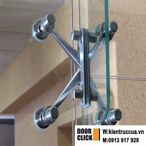 vách kính spider khổ lớn